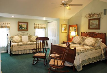 bed and breakfast, First Farm Inn