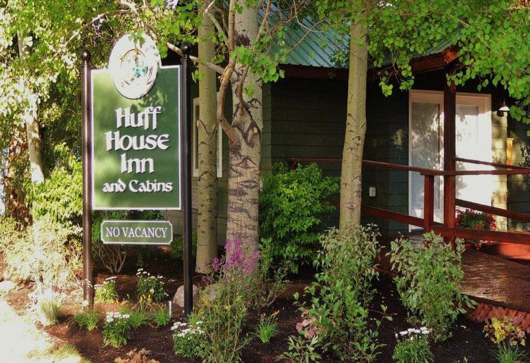 Huff House Inn & Cabins, Jackson, WY:
