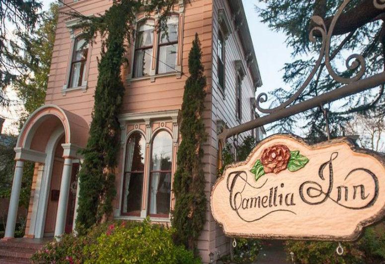 Healdsburg, CA: Camellia Inn.