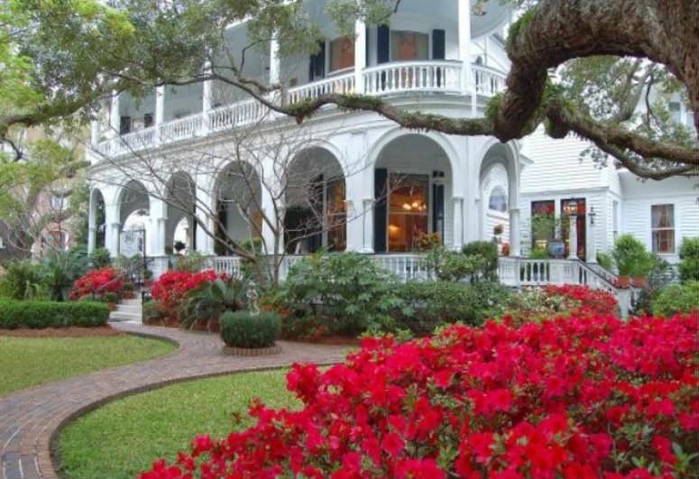 Charleston, SC: Two Meeting Street Inn.
