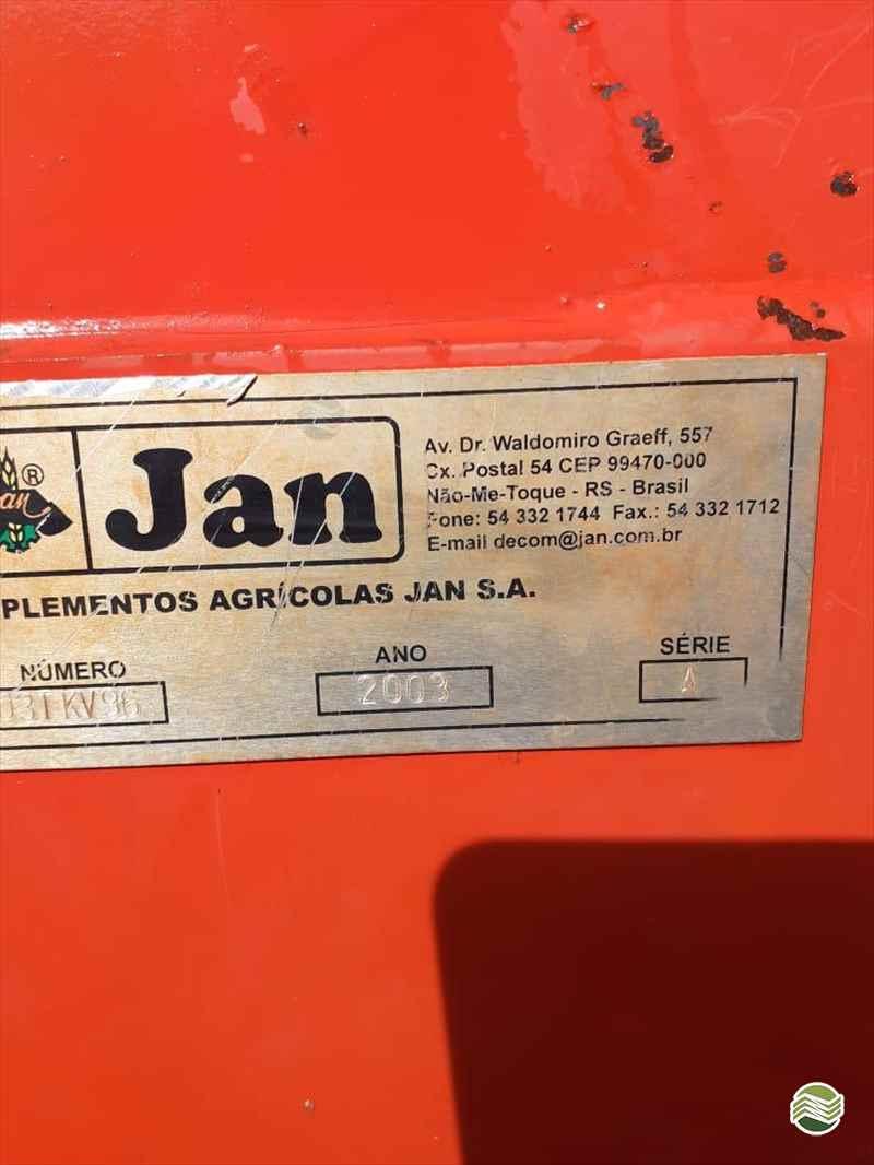CARRETA AGRÍCOLA CARRETA GRANELEIRA 20000 BAZUKA  2003 Rural Vendas