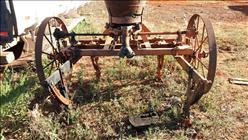 CULTIVADOR 2 LINHAS ADUBADOR  1983 Sumaré Máquinas e Veículos