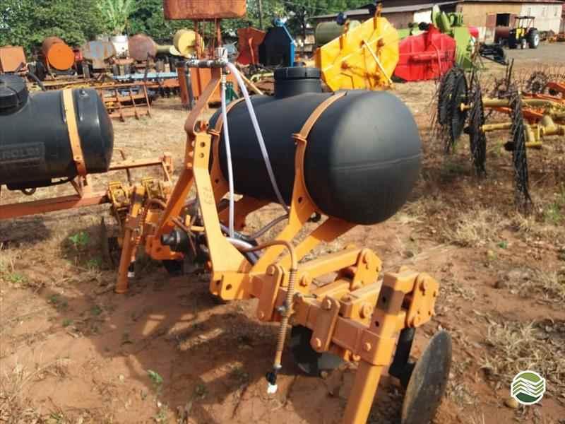 CULTIVADOR COBRIDOR DE CANA  2000 Terra Santa Implementos Agrícolas