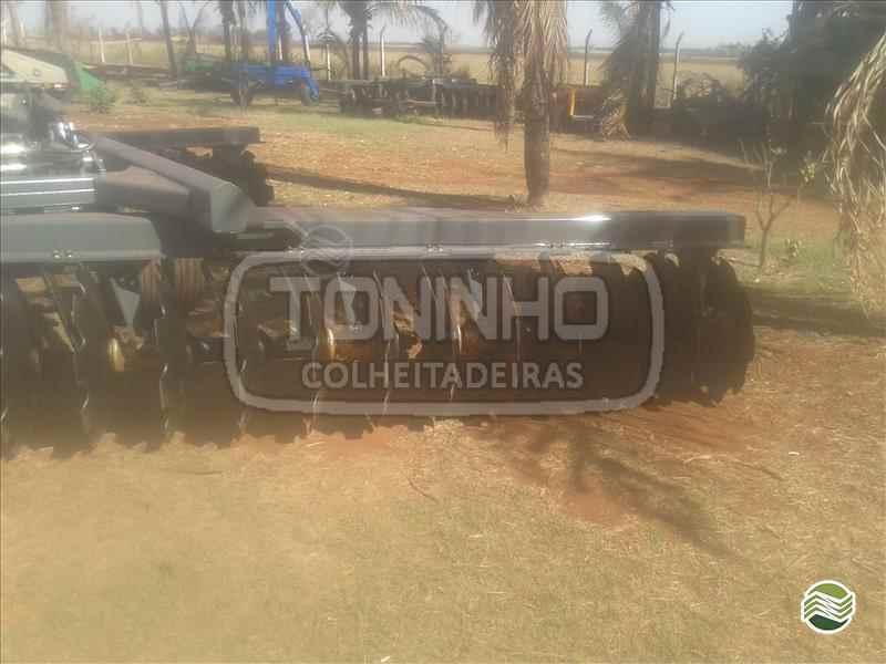 GRADE INTERMEDIÁRIA INTERMEDIÁRIA 44 DISCOS  2000 Toninho Colheitadeiras