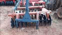 GRADE NIVELADORA NIVELADORA 20 DISCOS  2005 Tratorama Máquinas e Implementos