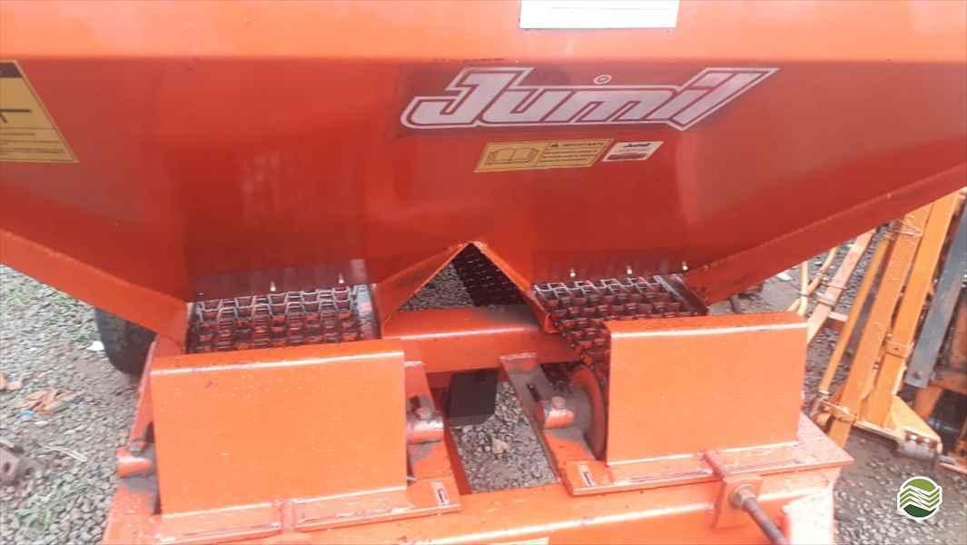 DISTRIBUIDOR CALCÁRIO 2500 Kg  2008 Tratorama Máquinas e Implementos