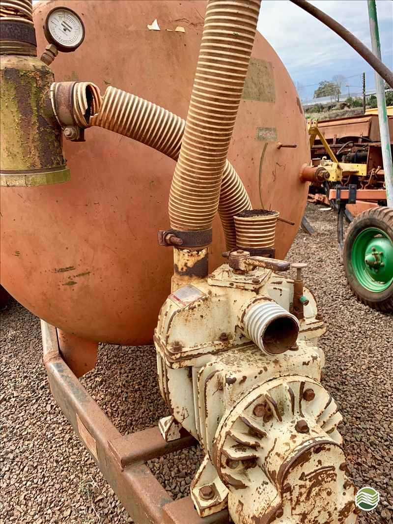 DISTRIBUIDOR ADUBO ORGÂNICO LÍQUIDO  2000 Gobo Implementos Agrícolas