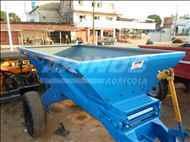 DISTRIBUIDOR CALCÁRIO 3000 Kg  2013 Arinos Agrícola