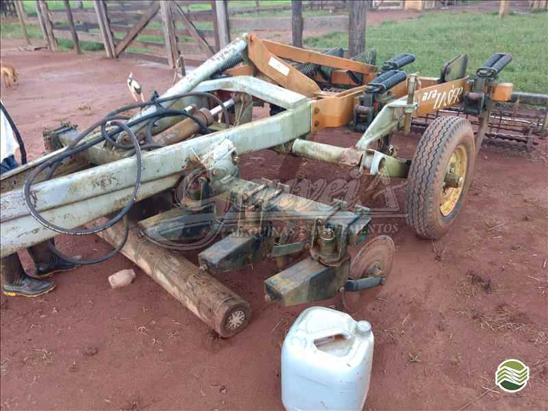 SUBSOLADOR 7 HASTES DISCO CORTE  2003 Gouveia Máquinas E Implementos Agrícolas