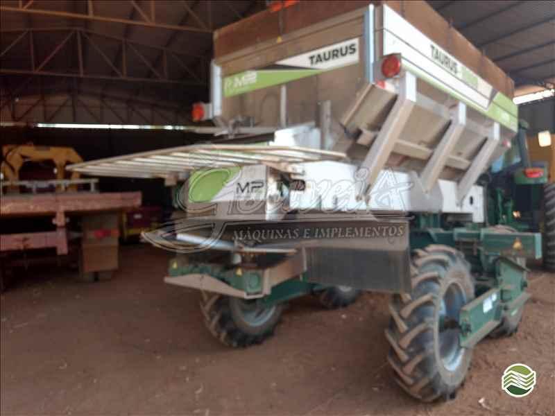 DISTRIBUIDOR CALCÁRIO 12000 Kg  2018 Gouveia Máquinas E Implementos Agrícolas