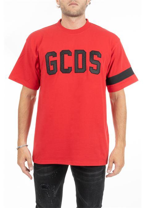 T-SHIRT ROSSA CON LOGO FRONTALE, RETRO E FASCIA SU MANICA GCDS | T-shirt | CC94M020221RED