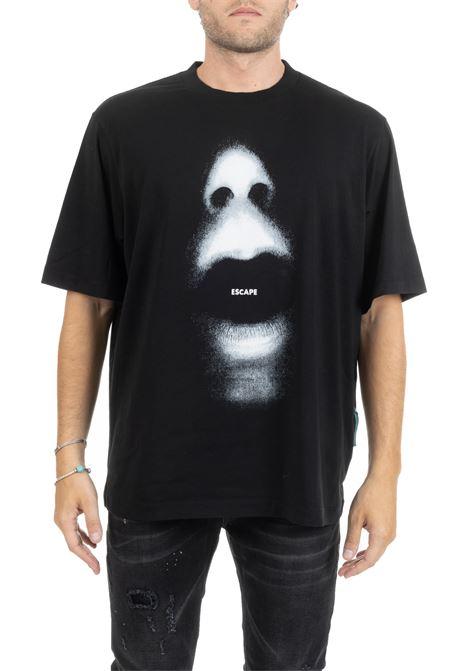 T-SHIRT ESCAPE CON STAMPA FRONTALE E LOGO RETRO MARCELO BURLON | T-shirt | CMAA054E190010231006