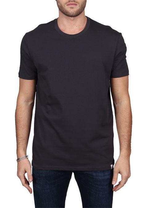 T-SHIRT NERO IN COTONE CON TARGHETTA LOGATA SU FONDO PAOLO PECORA | T-shirt | F061T4009000