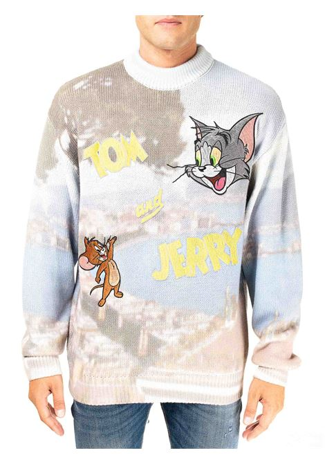 SWEATER WITH GULF OF NAPLES PRINT AND TOM & JERRY EMBROIDERY GCDS | Sweaters | TJ21M020030MULTICOLOR