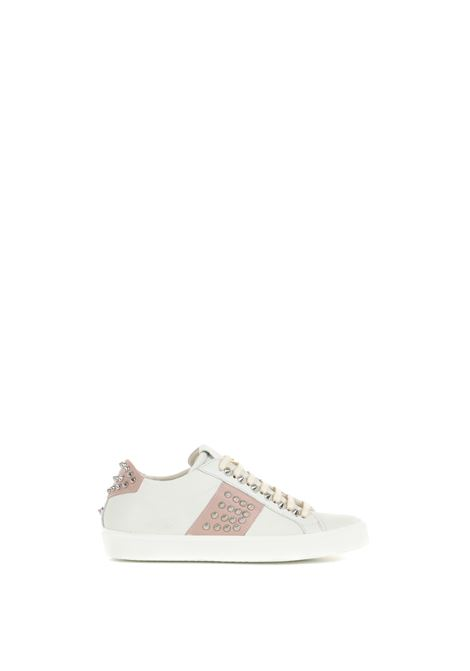 WHITE LOW SNEAKERS IN HAMMERED LEATHER WITH STUDS LEATHER CROWN | Sneakers | WLC14820135BIANCO