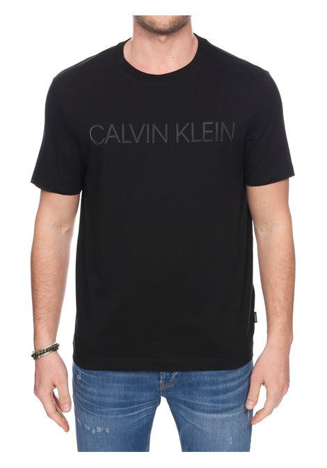 T-SHIRT NERA IN COTONE CON APPLICAZIONE LOGO FRONTALE CALVIN KLEIN | T-shirt | K10K105166BDS
