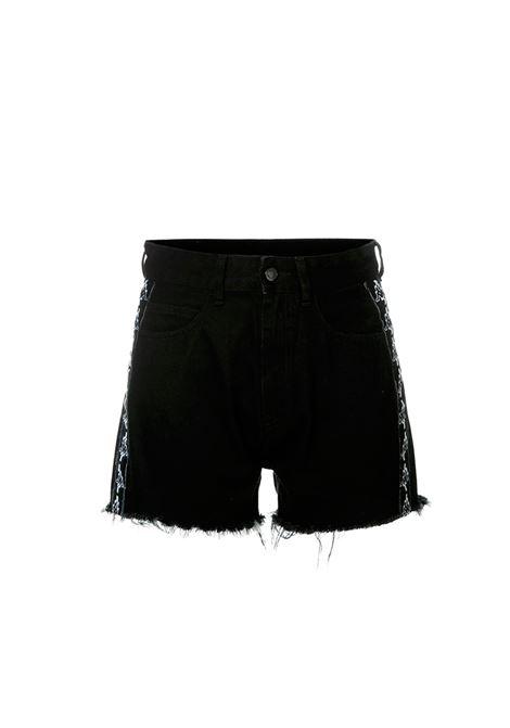 SHORTS IN DENIM NERO MARCELO BURLON | Shorts | CWYC001R183770516710