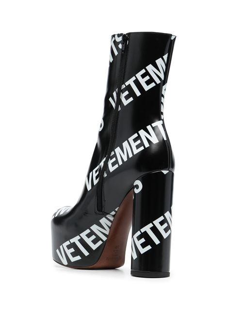 Stivale con logo VETEMENTS | STIVALETTI | WE51HE200B2471BLACKWHITE