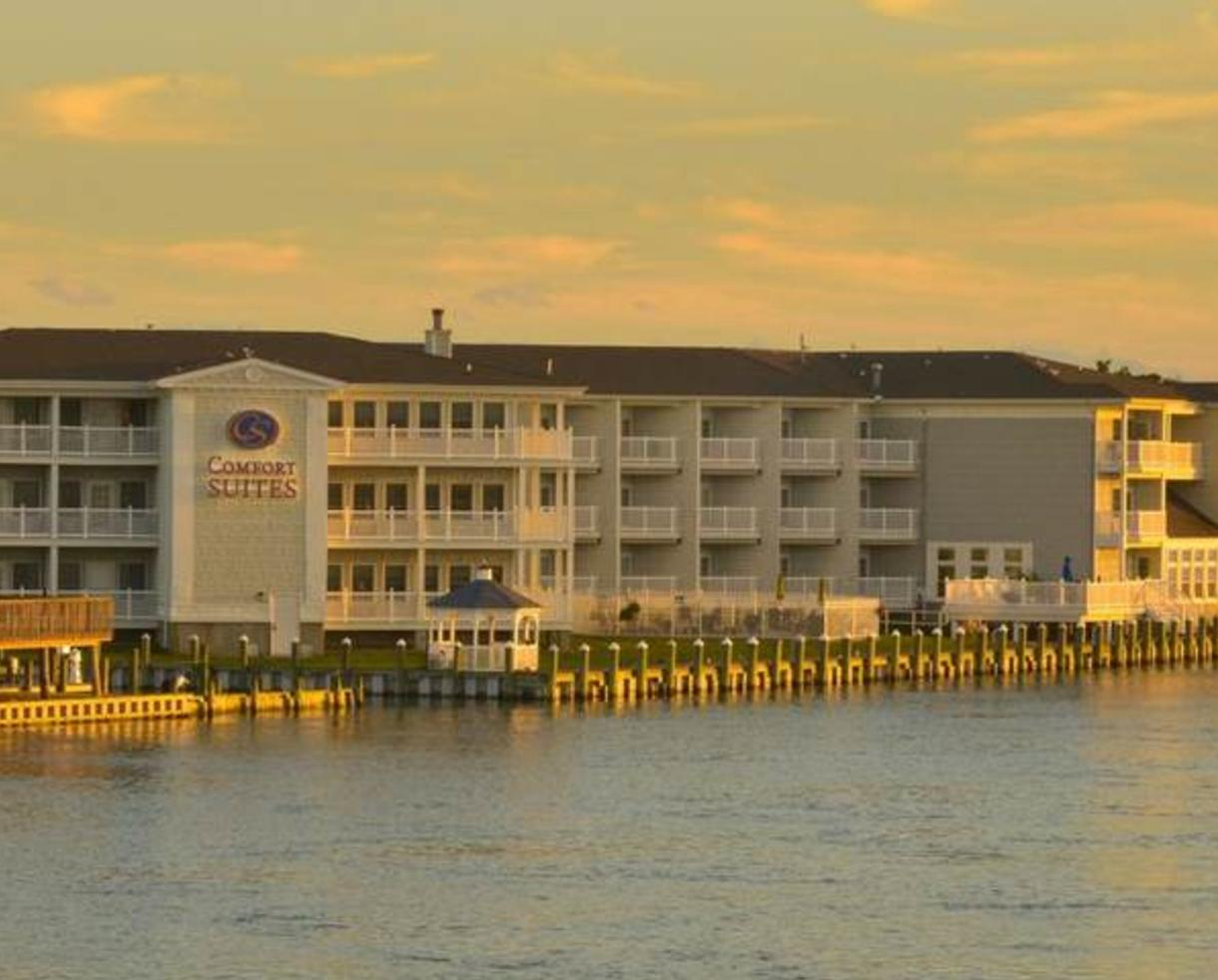 $179 for 2-Night Waterfront Chincoteague, VA Escape with Hot Breakfast Each Day! ($260 Value - 32% Off)