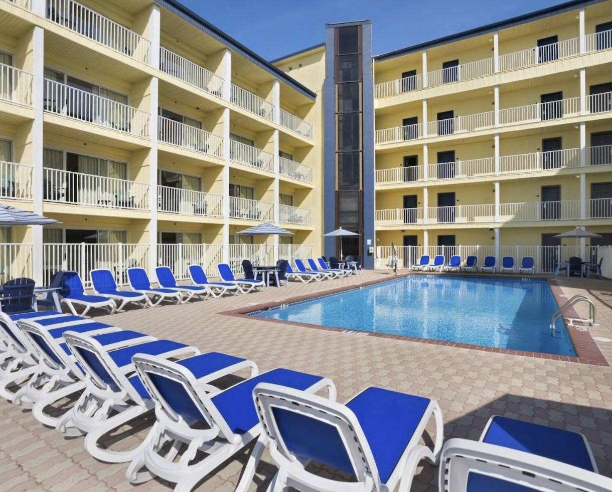 1-Night Weekday Stay at Howard Johnson Oceanfront Inn on the Boardwalk - VALID from May 3 - June 7, 2018