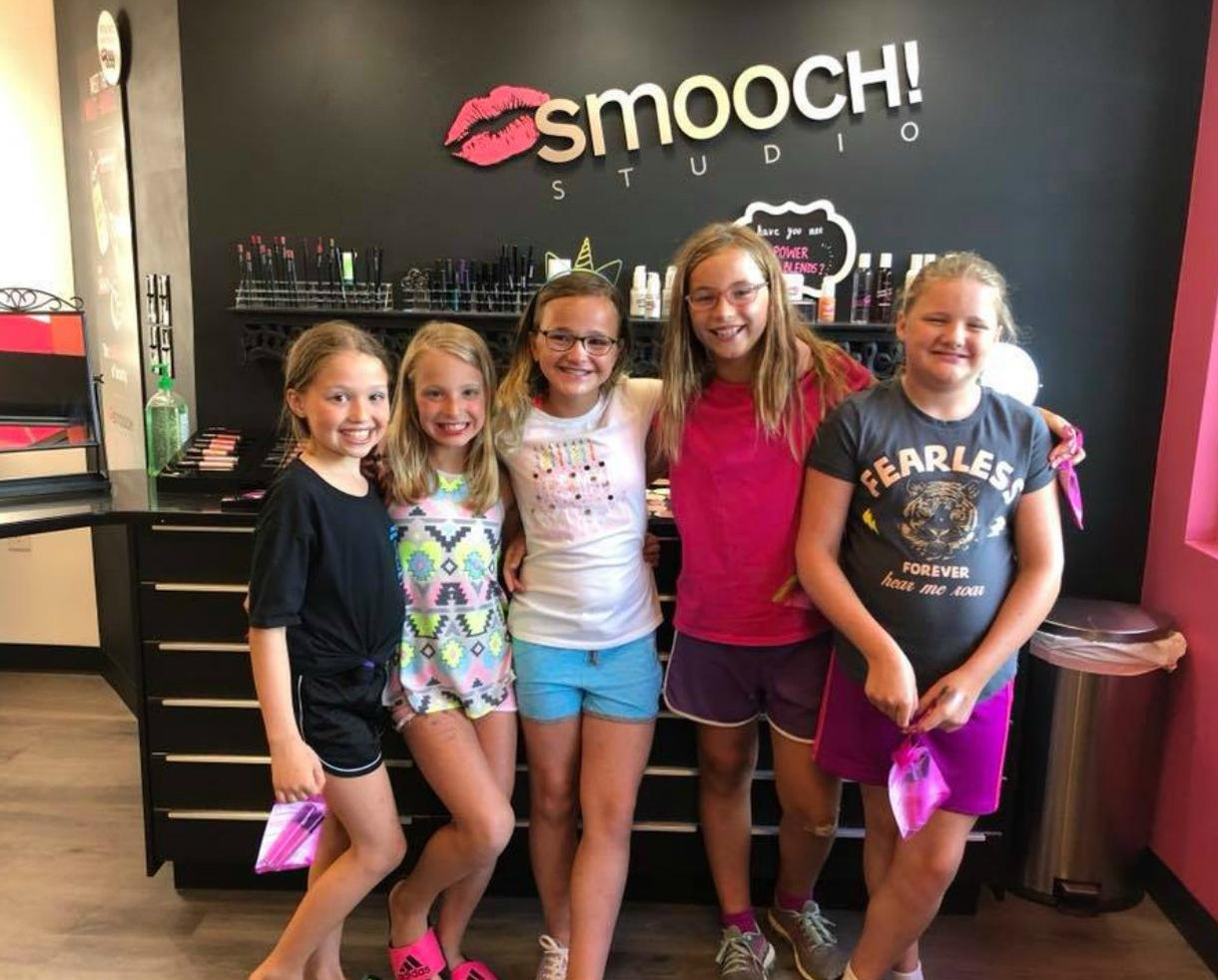 smooch! studio Lip Gloss & Mini Makeover Birthday Party for Ages 10 and Under