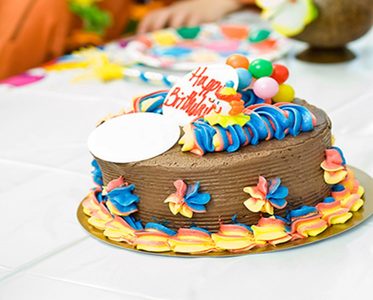 how to cut a birthday cake