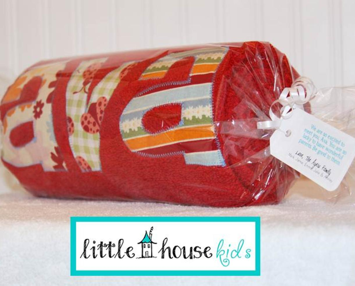 $30 for Personalized Kids Towel from Little House Kids - Shipped! ($40 value -25% off)