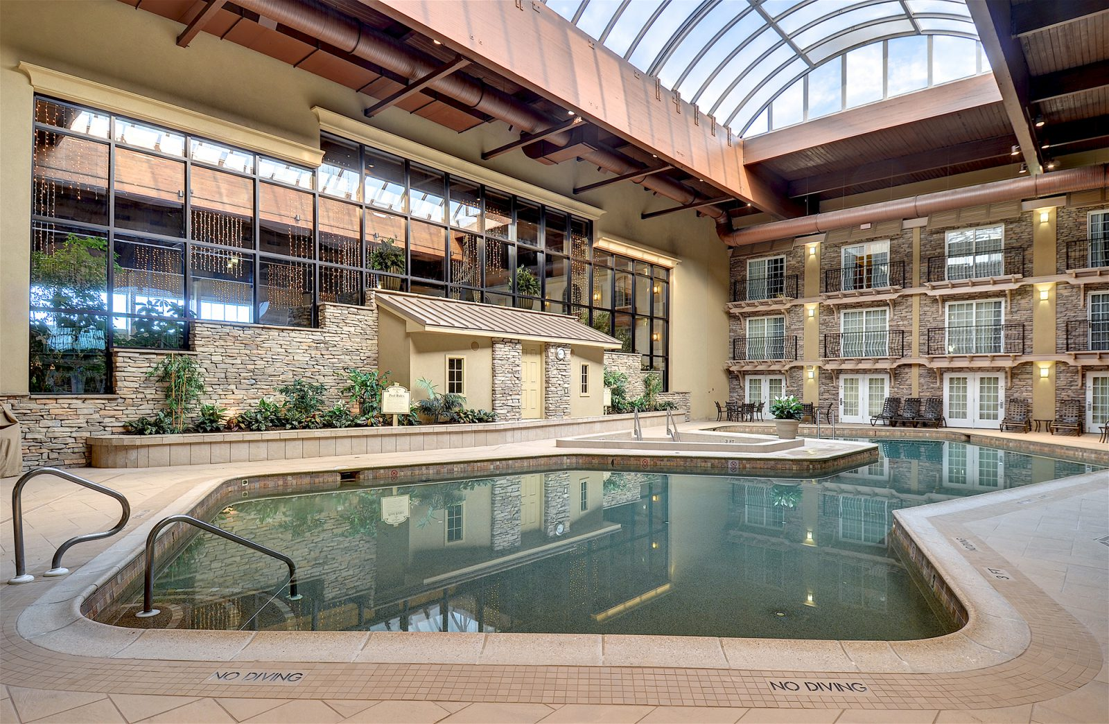 Deal 126 for overnight stay at eden resort in lancaster for Hotels in dallas tx with indoor pool