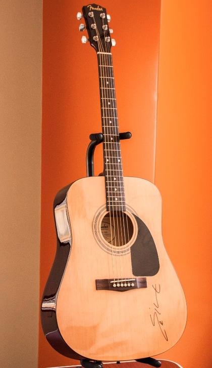 Eric Church Guitar : charitybuzz own a fender acoustic guitar signed by eric church lot 360632 ~ Vivirlamusica.com Haus und Dekorationen