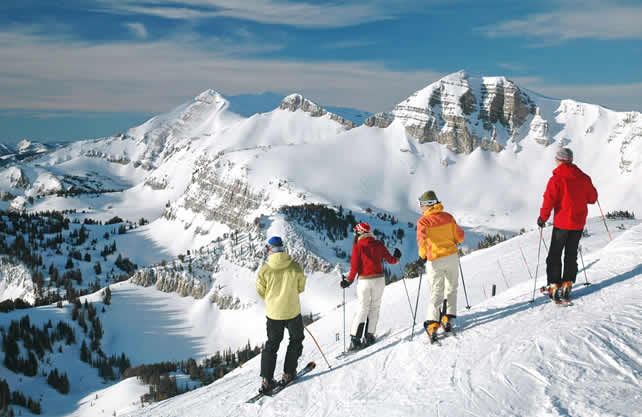 Charitybuzz vacation for 4 in jackson hole with lift for Stazione di jackson hole cabin