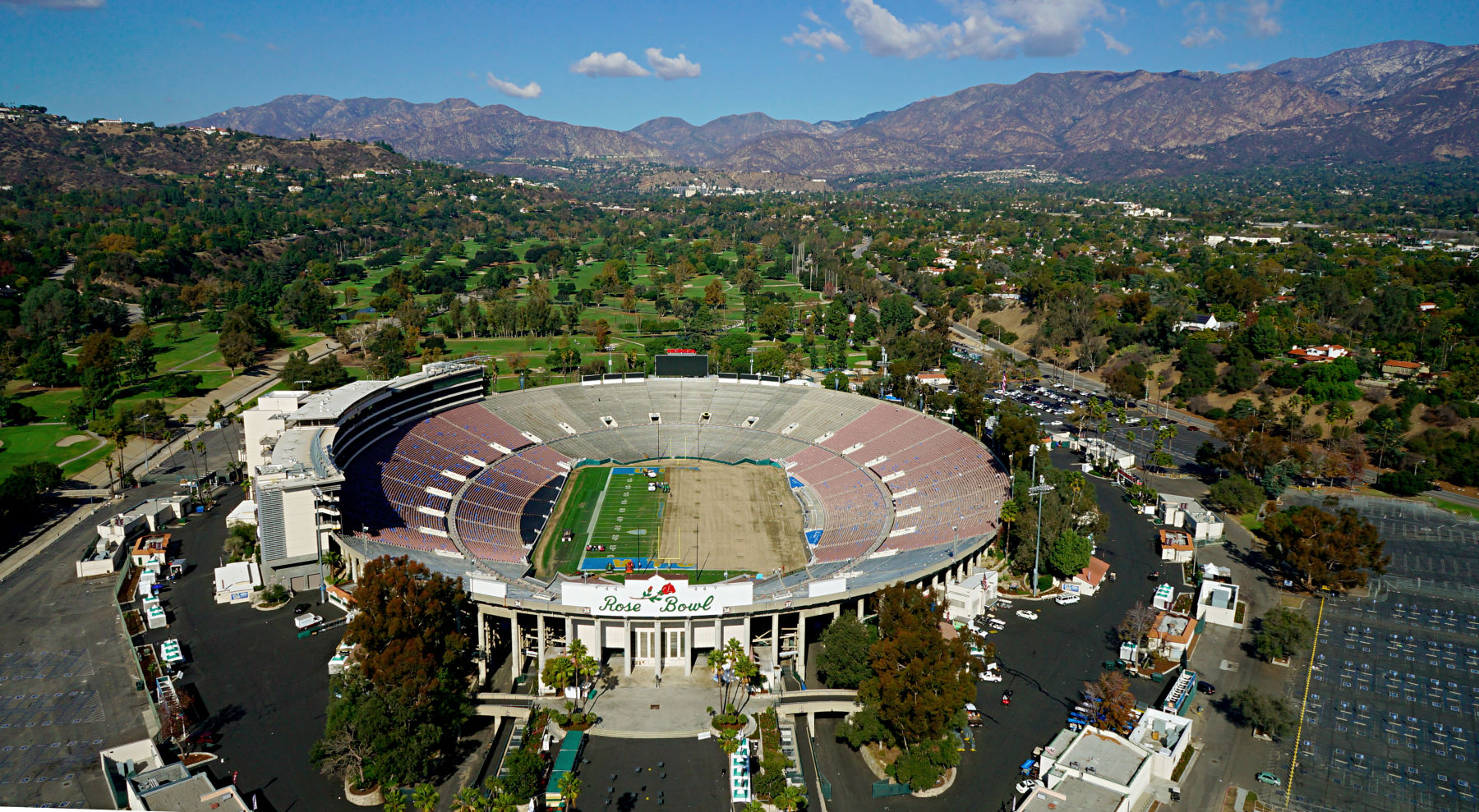 charitybuzz 2 tix to the 2015 rose bowl game on jan 1 plus vip grand lot 716200. Black Bedroom Furniture Sets. Home Design Ideas