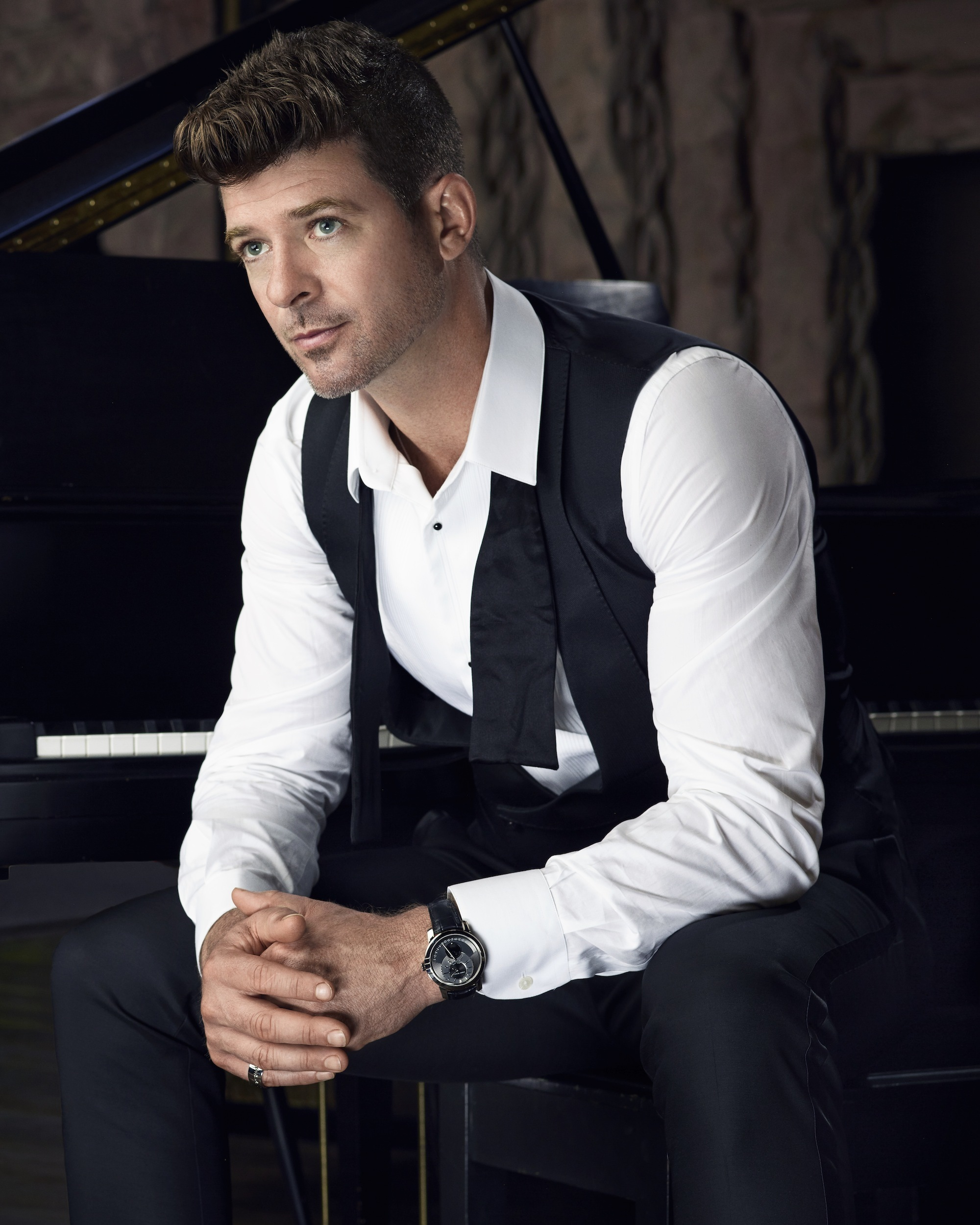 Charitybuzz meet robin thicke at an upcoming concert and take a lotpage nvjuhfo Image collections
