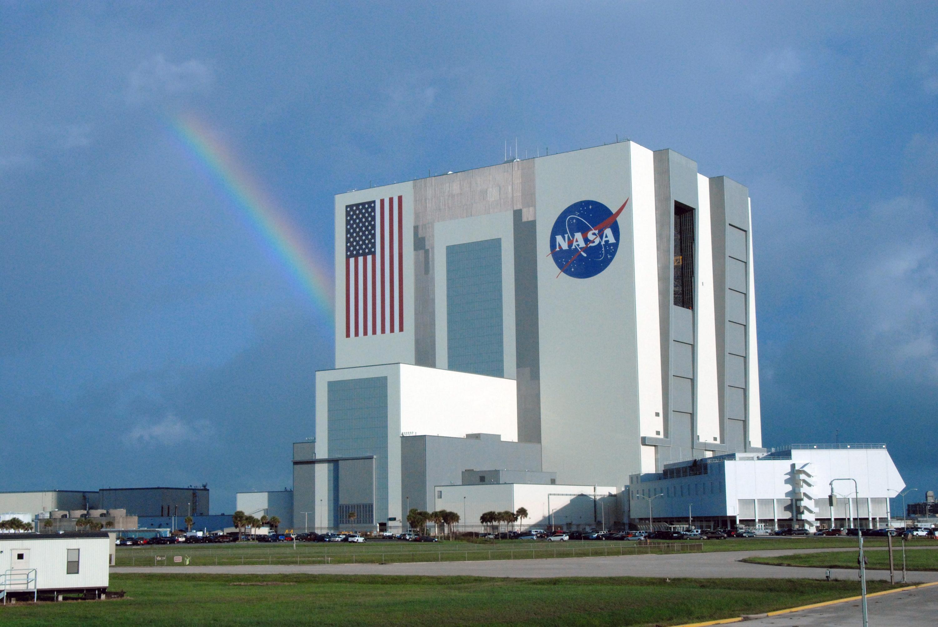 Charitybuzz kennedy space center astronaut adventure with for Allart center
