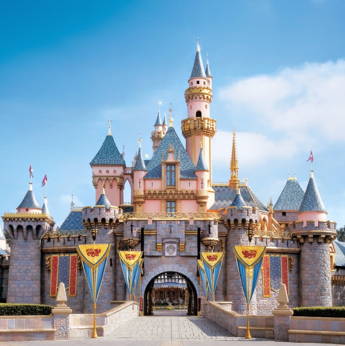 Charitybuzz 4 One Day Park Hopper Passes For Disneyland