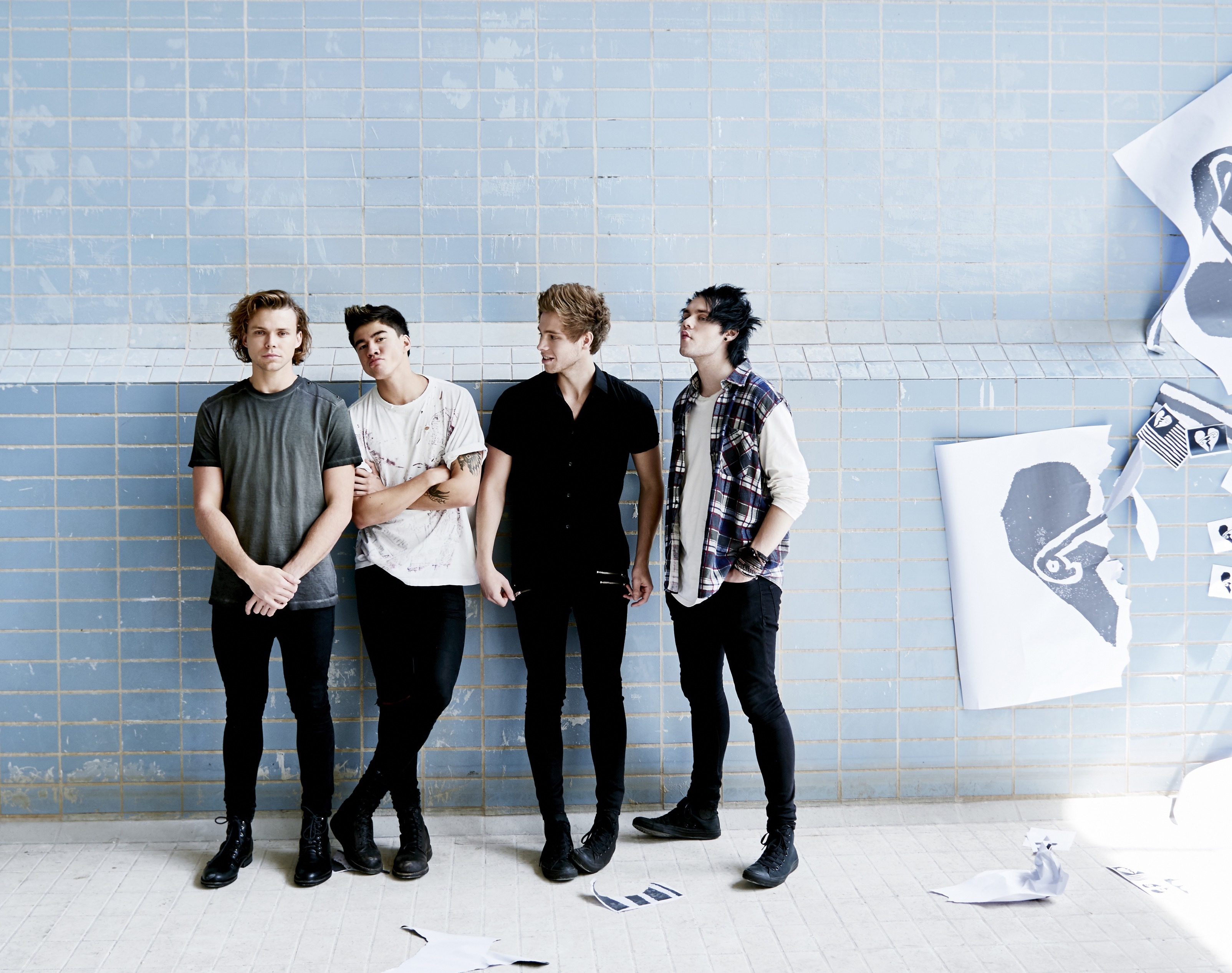 Charitybuzz meet 5 seconds of summer with 4 tickets to 933 flzs original m4hsunfo
