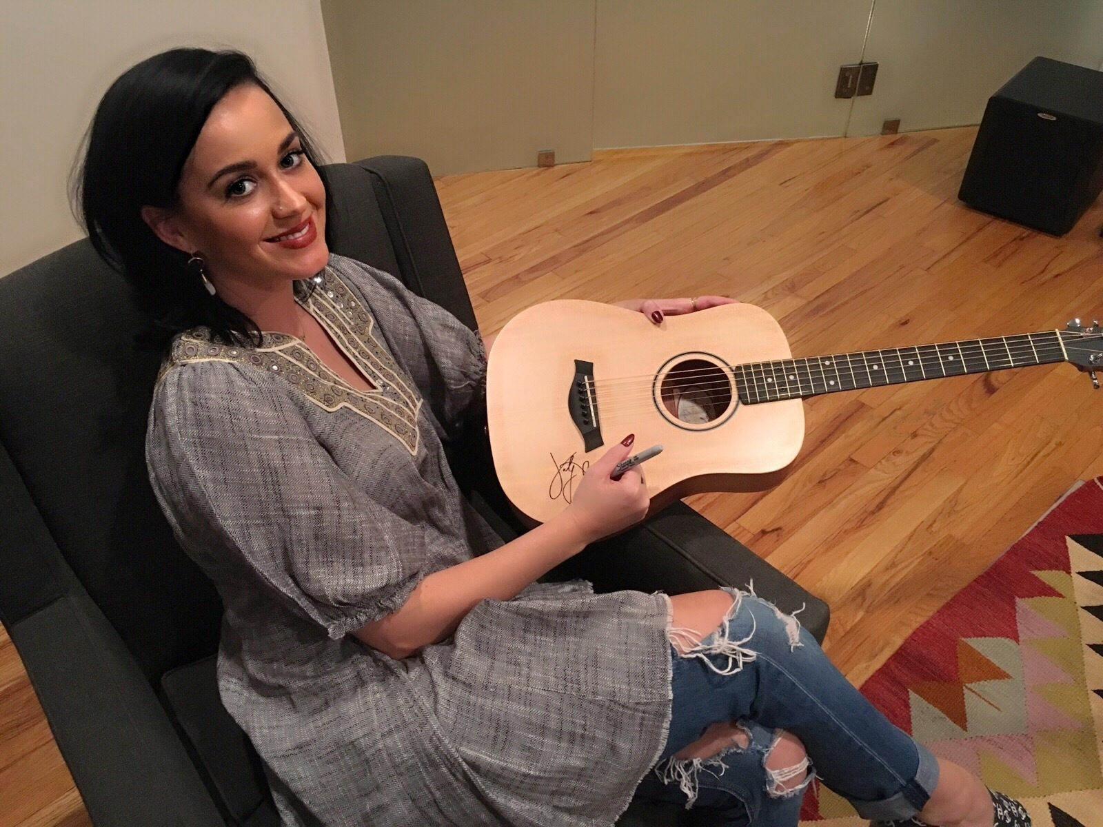 Charitybuzz Katy Perry Signed Baby Taylor Guitar Lot 1047701