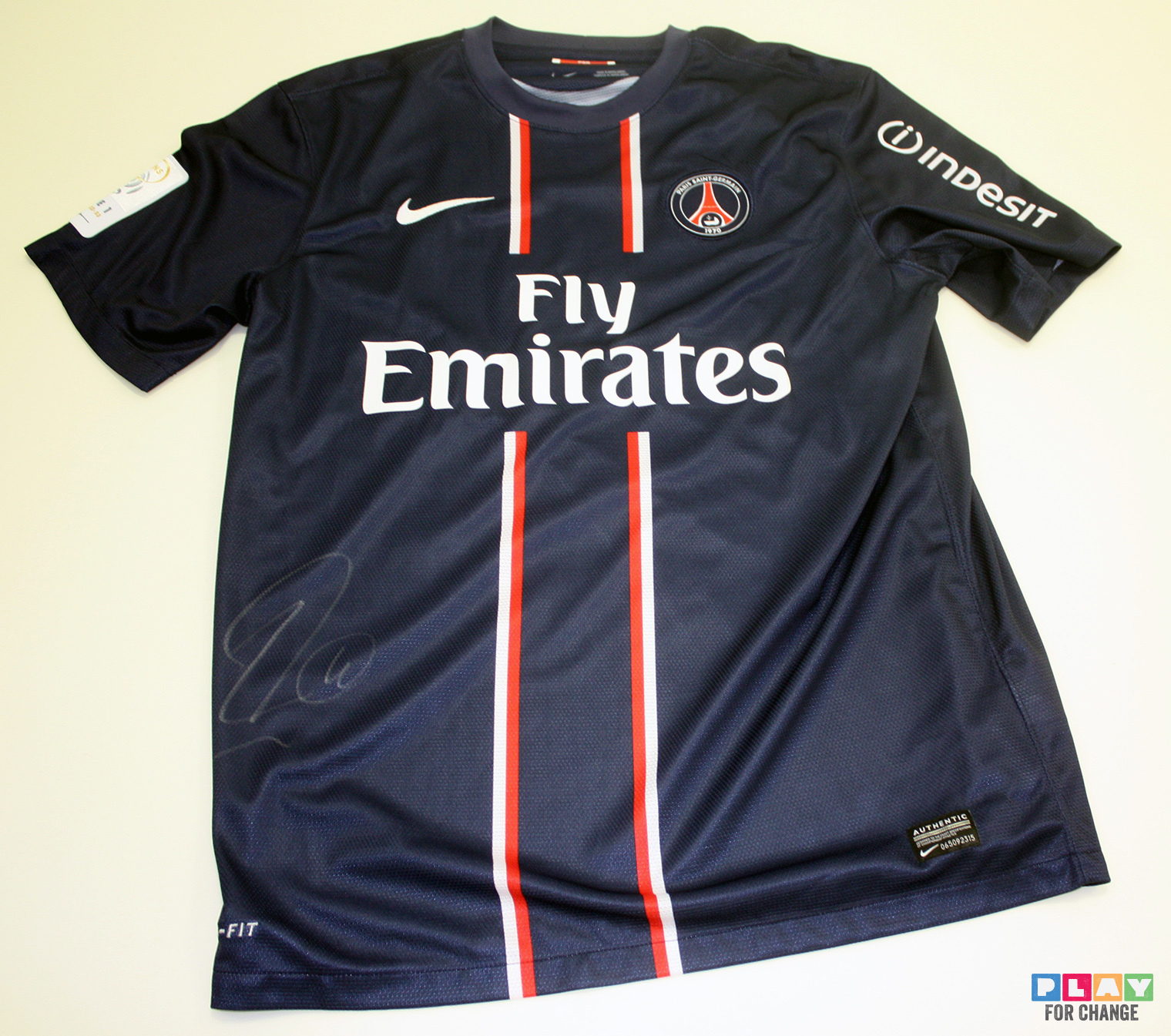 Signed Autograph Moura Lucas Psg: Charitybuzz: Paris Saint-Germain Match Jersey Signed By