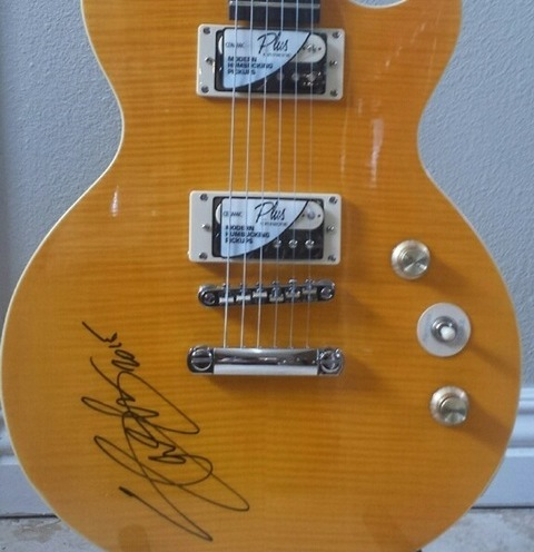 charitybuzz slash signed gibson les paul guitar top hat amp lot 996787. Black Bedroom Furniture Sets. Home Design Ideas