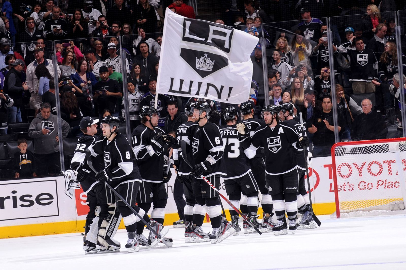 Charitybuzz 4 lower level tickets to a 2017 2018 la kings regular lotpage voltagebd Gallery