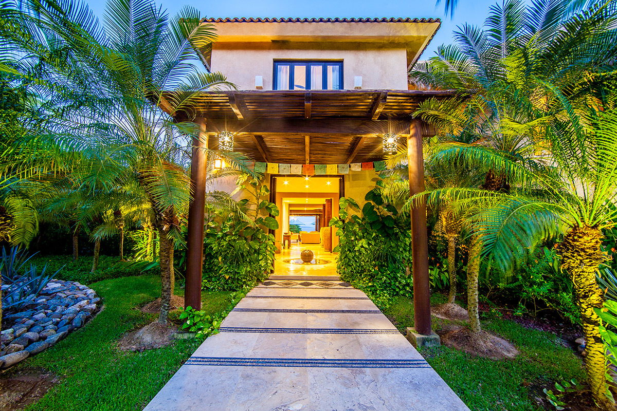 charitybuzz: 5-night stay at villa lunada, a private ocean front