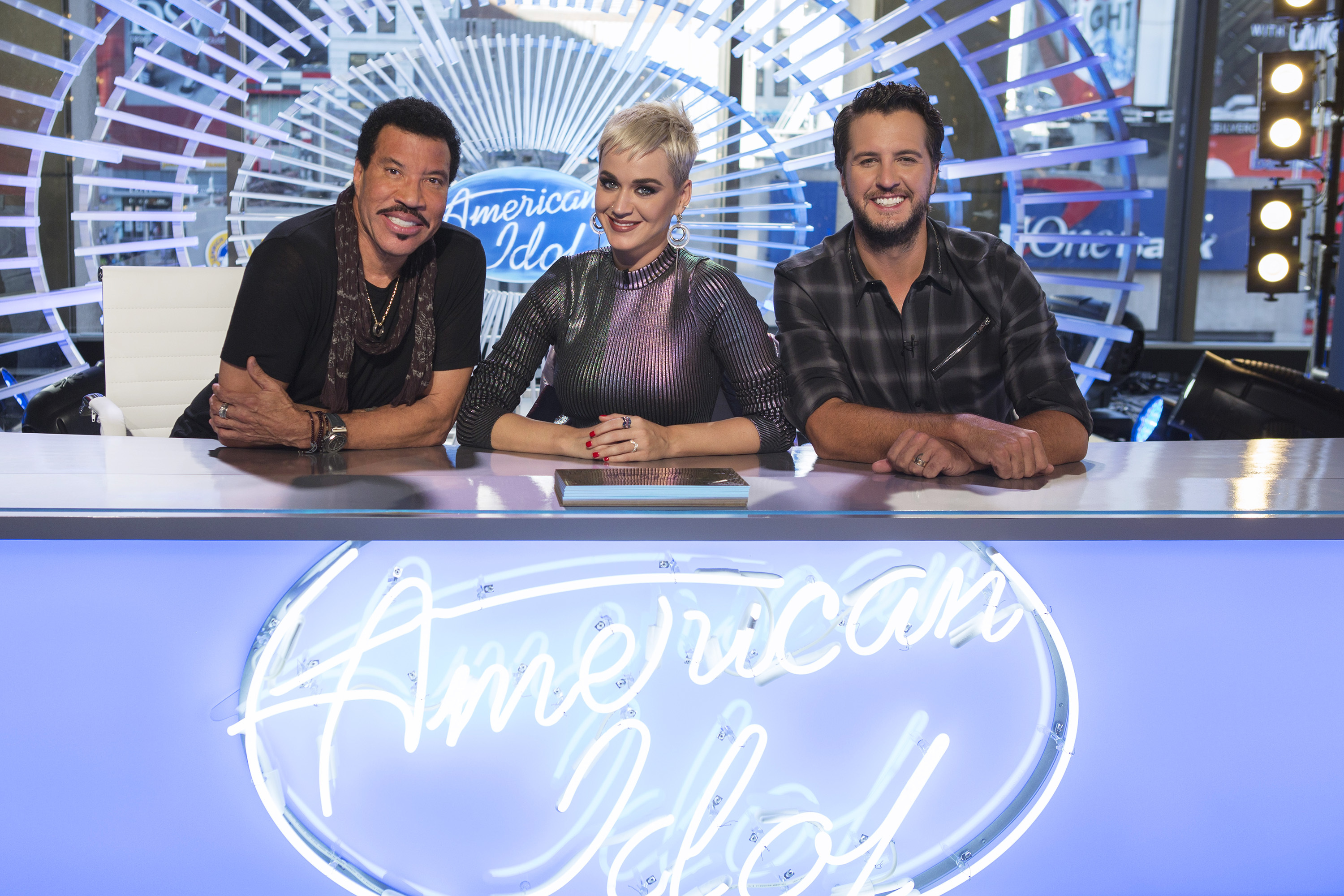 Charitybuzz meet katy perry lionel richie and luke bryan when lotpage kristyandbryce Gallery