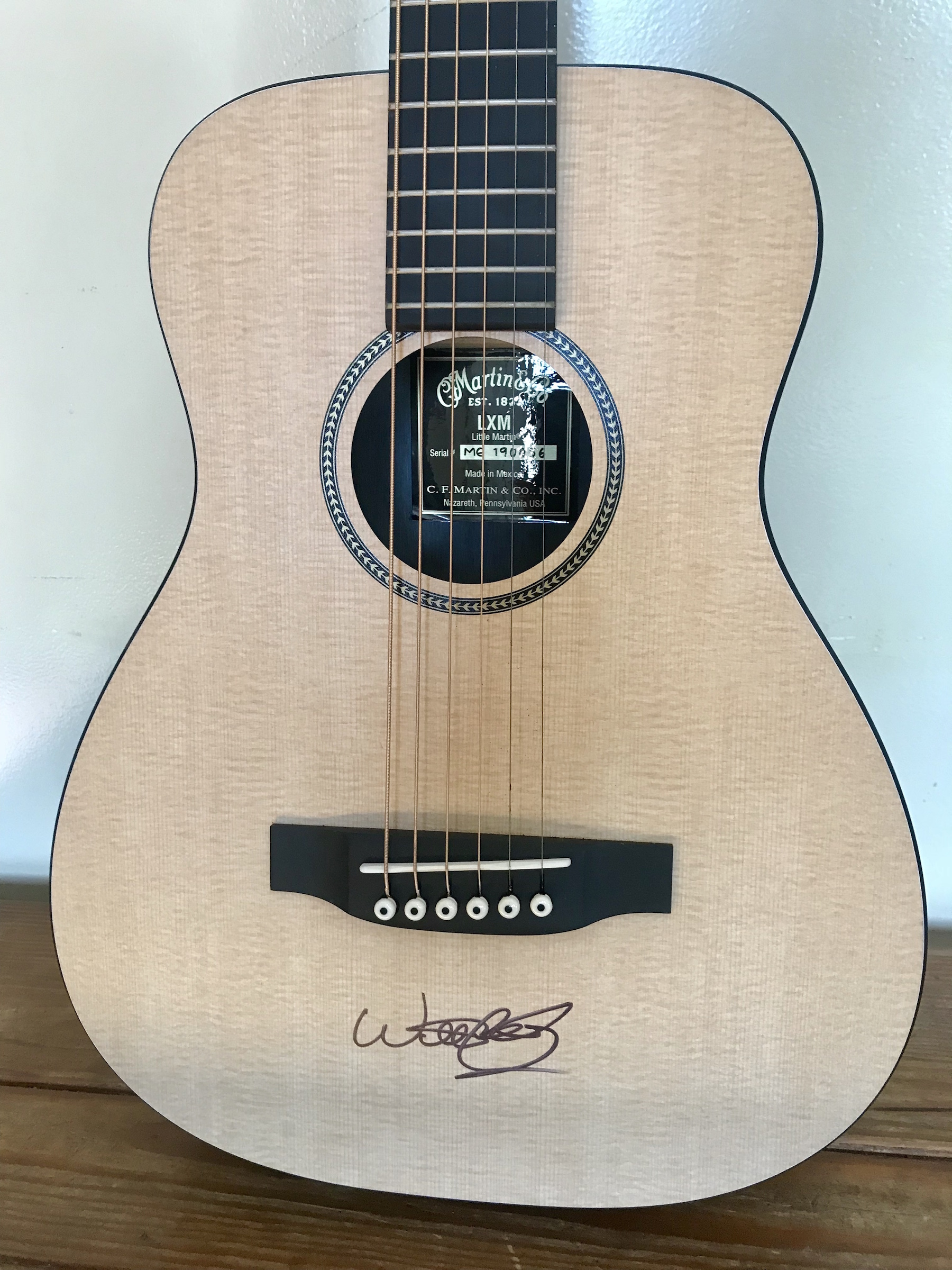 charitybuzz signed willie nelson acoustic little martin guitar lot 1447800. Black Bedroom Furniture Sets. Home Design Ideas