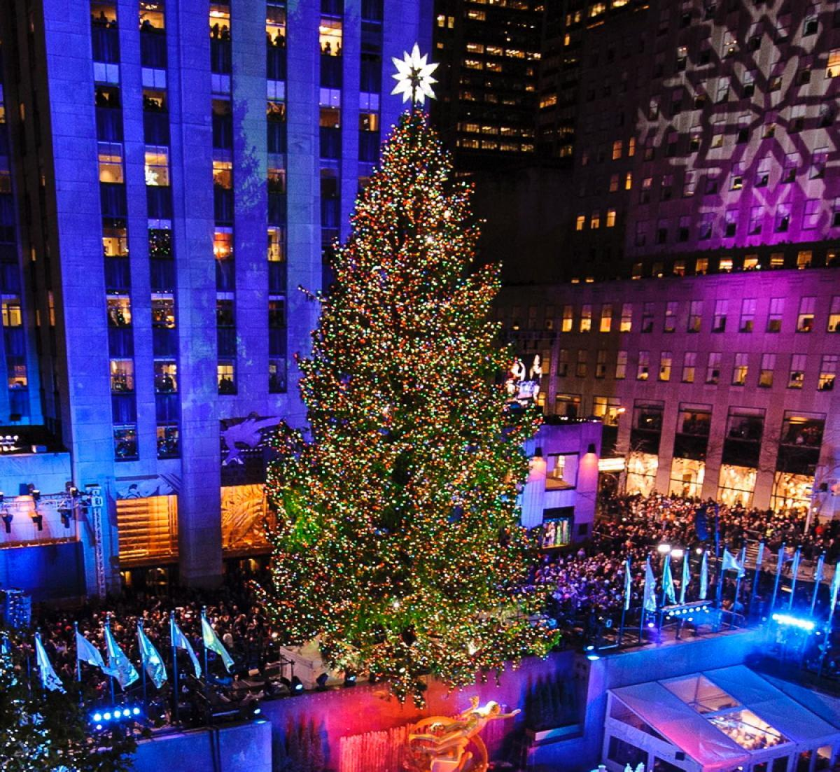 Lighting Of The Rockefeller Christmas Tree 2014: Charitybuzz: 2 Passes To The Rockefeller Center Tree
