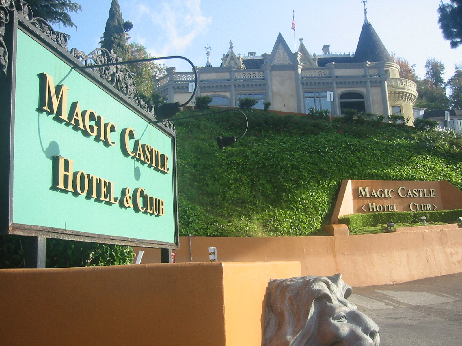 Charitybuzz 2 Night Stay In A 1 Bedroom Suite At The Magic Castle