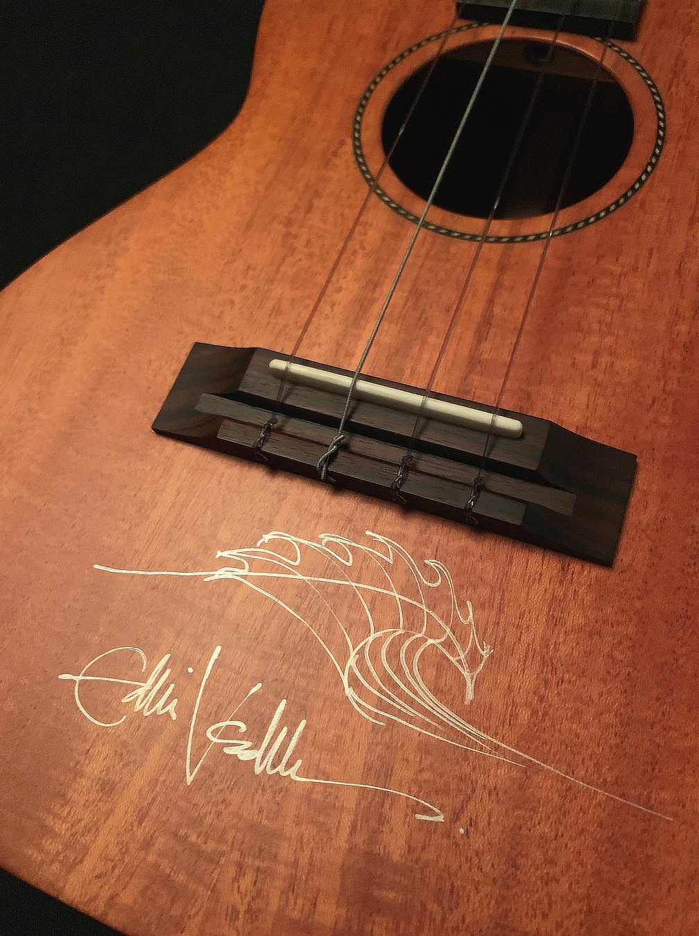Eddie Vedder Signed Ukulele - Lot 1673601 - Charitybuzz