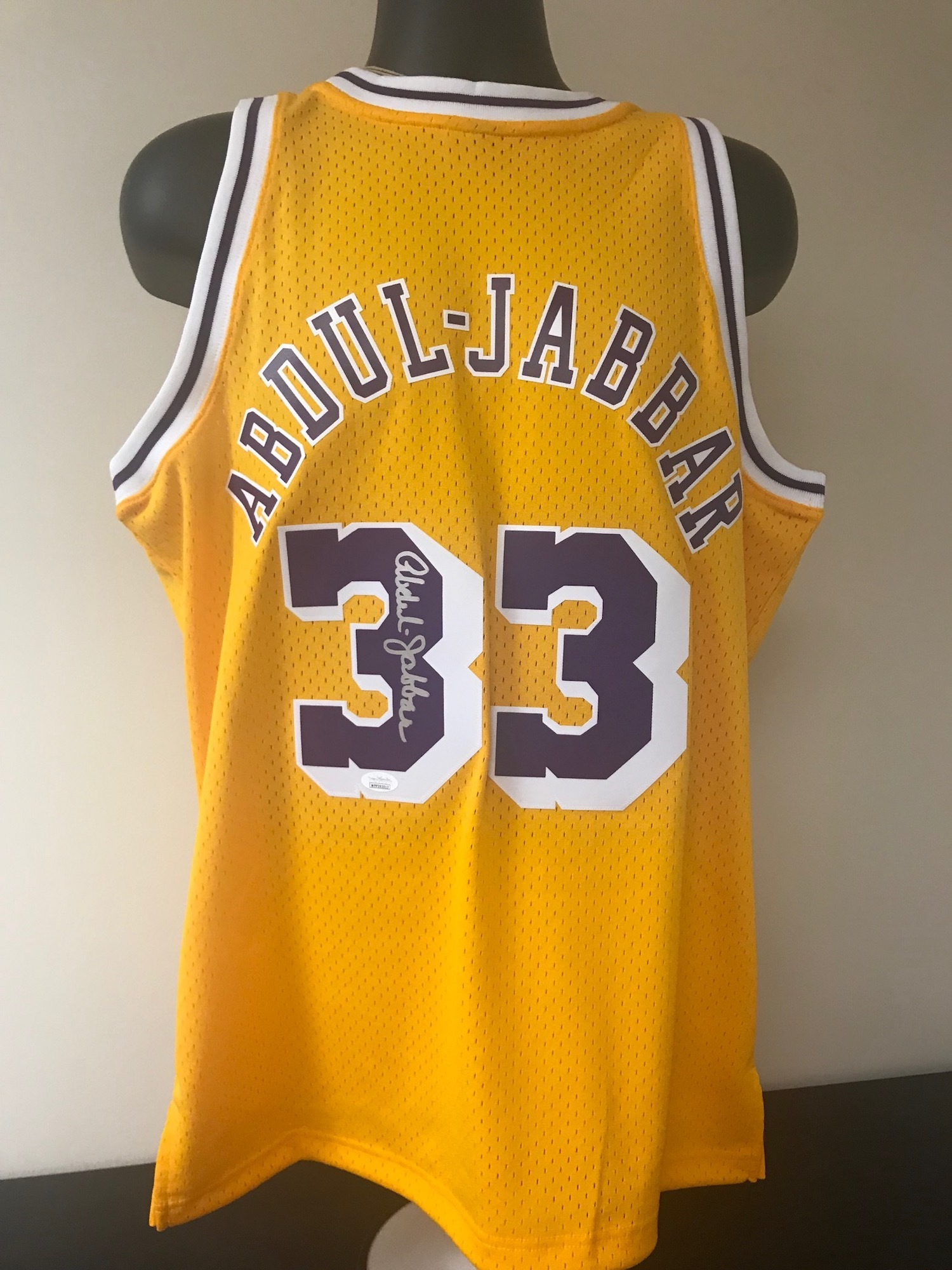 new concept b0673 6efa6 Los Angeles Lakers Jersey Signed by Hall of Famer Kareem