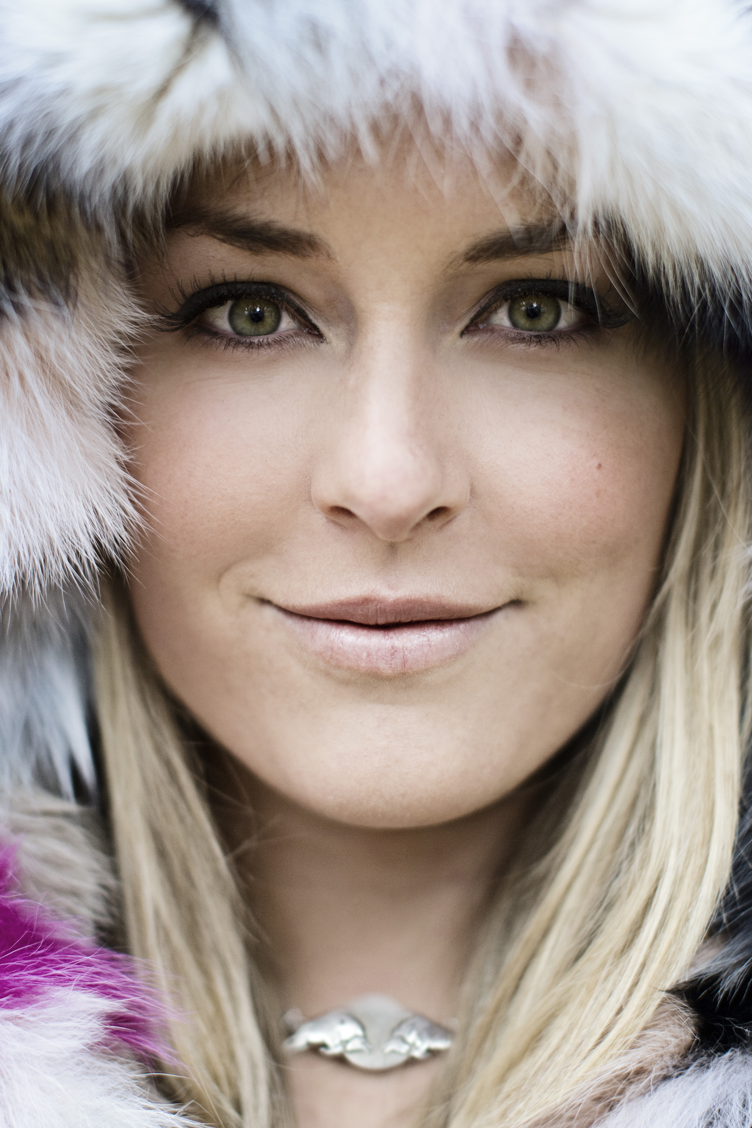 videos fromabout Lindsey Vonn containing interviews highlights training clips