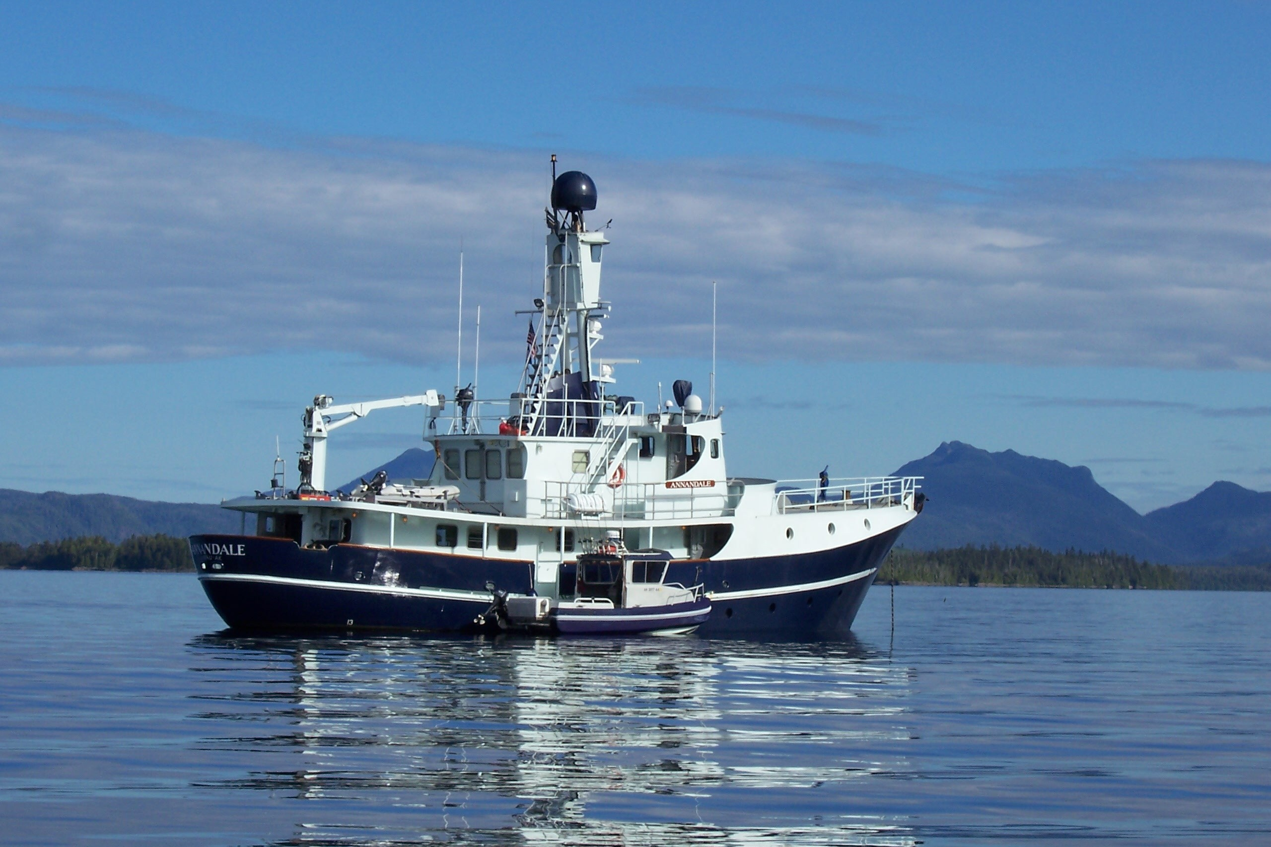 Charitybuzz executive alaskan fishing adventure aboard for Alaska fishing boats