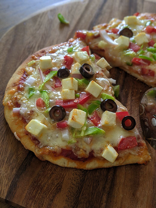 Paneer Naan Pizza Recipe | How to use Naan Bread as Pizza base