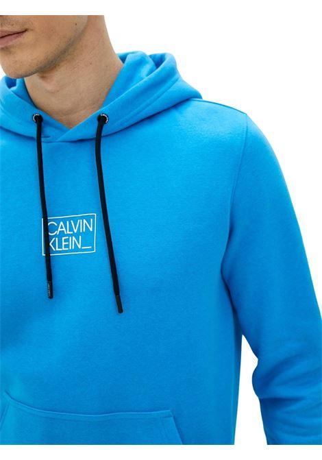 Felpa con cappuccio e logo in cotone biologico CALVIN KLEIN | -108764232 | K10K108181CBP